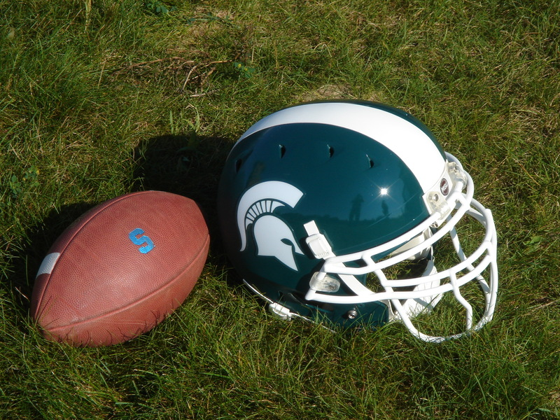 2010_Michigan_State_Football_Helmet.jpg