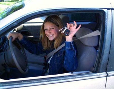 teenagers should not drive Yes and no i feel most kids over 13 can drive just as good as there parents at age 10 i knew how to drive and how to drive correctly i think there should be a parental agreement where the parents say if the kid is mature enough at 13 to take drivers ed.